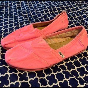 Neon pink toms
